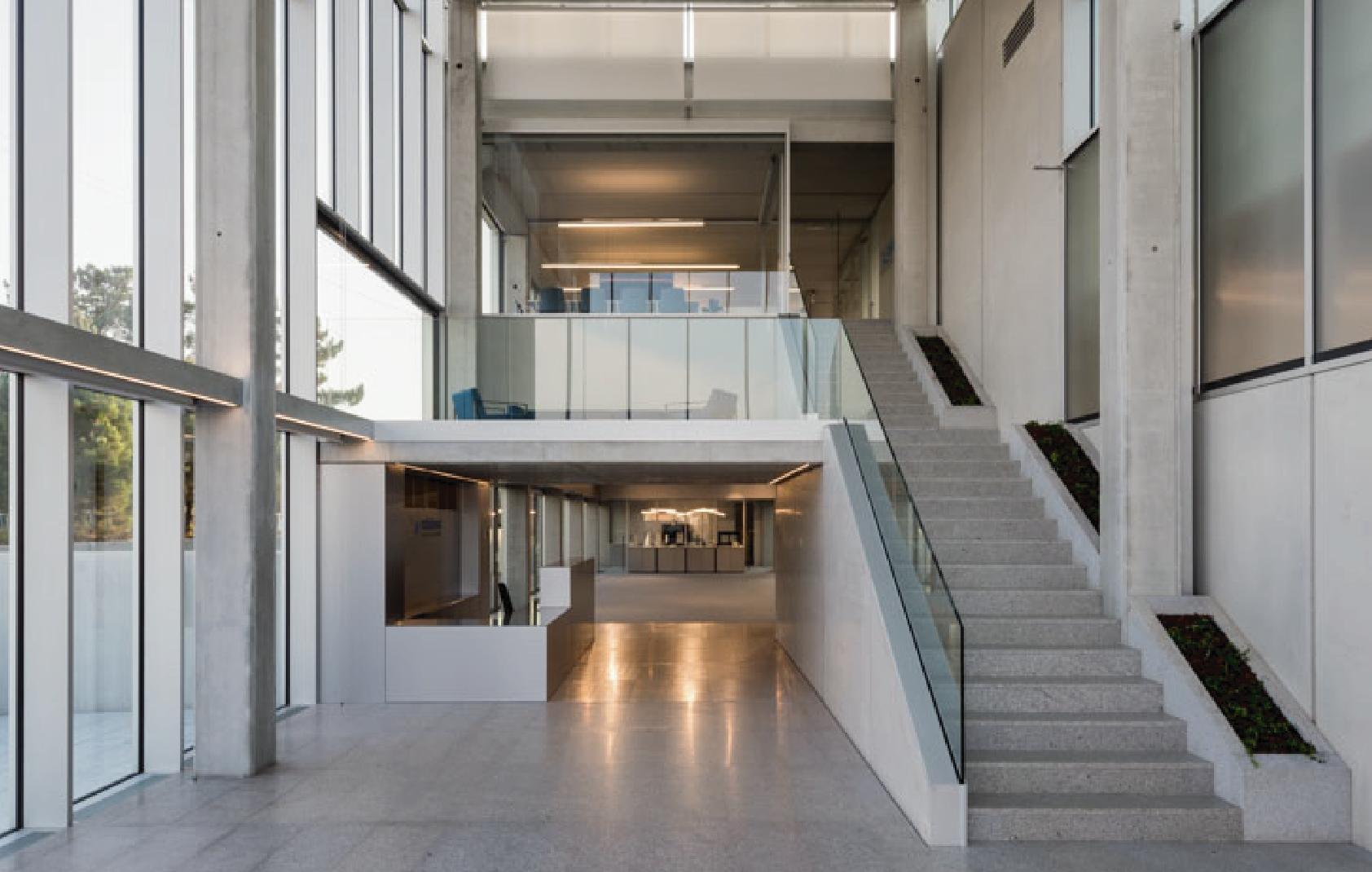Nueva sede para las oficinas de Exlabesa - Interior entrada