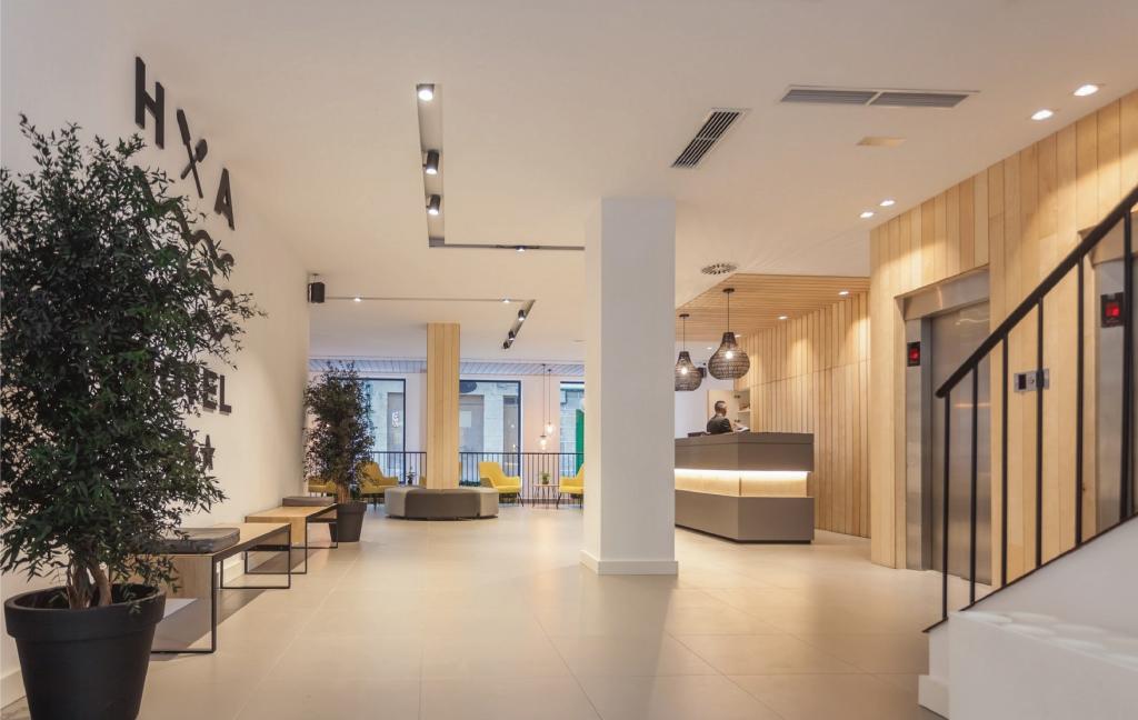 Reforma hotel Airiños renovación 3 estrellas - Recepción y Entrada